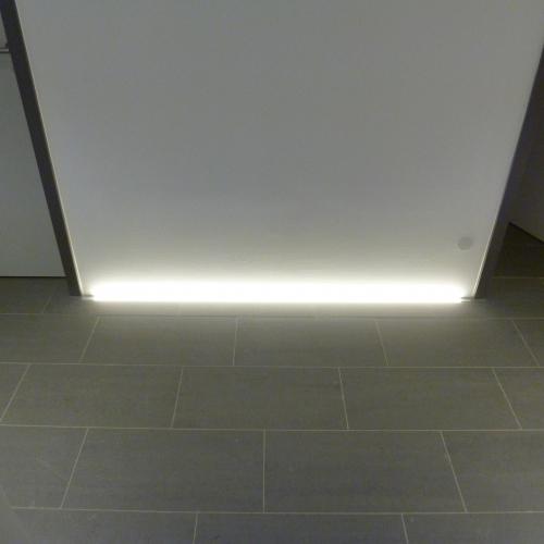 Bodenbeleuchtung indirekte Beleuchtung LED-Technik Lichtleiste Brinkmann Mikosch Gundelfingen Freiburg